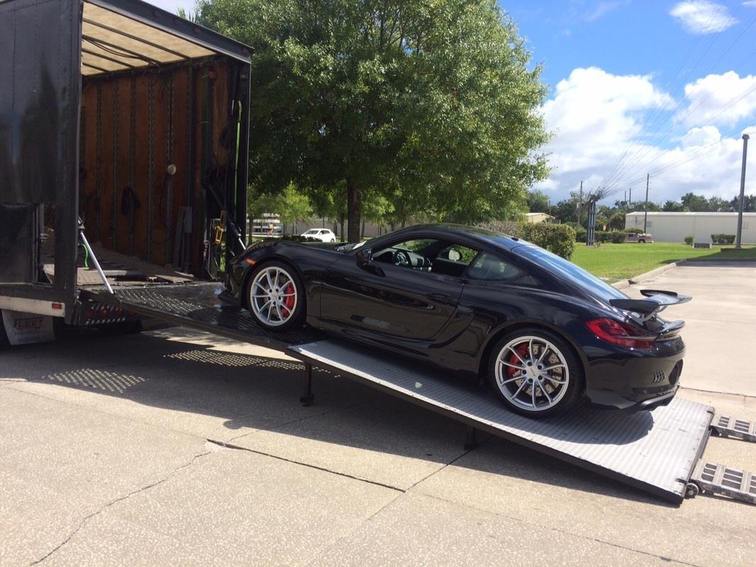 Porsche 911 Loading Hardside Enclosed Carrier